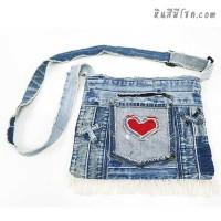 กระเป๋ายีนส์ สะพายข้าง 10 x 13 นิ้ว ปักรูปหัวใจ