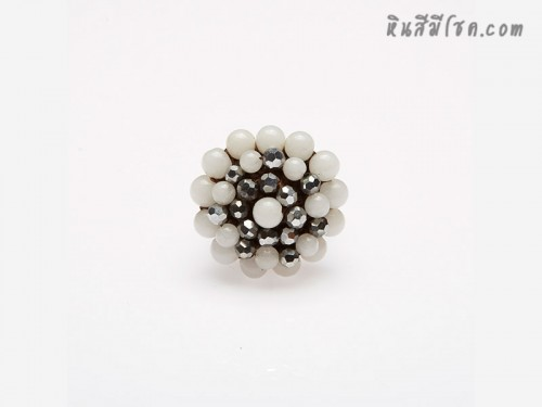 แหวนลูกปัด ล้อมคริสตัล (สีขาว)
