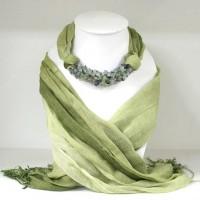 ผ้าพันคอสีเขียวทูโทนประดับฟลูออไรด์