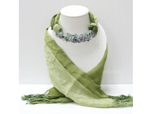 ผ้าพันคอสีเขียวขี้ม้าทูโทนประดับด้วยหินฟลูออไรต์