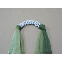 ผ้าพันคอสีเขียวทูโทนประดับด้วยหินฮาวไลท์