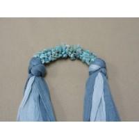 ผ้าพันคอสีเทาทูโทนประดับด้วยหินแตกสีฟ้า