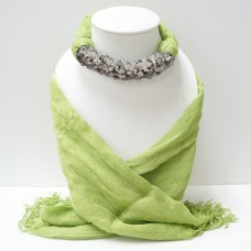 ผ้าพันคอสีเขียวล้วนประดับหินแก้วขนเหล้ก